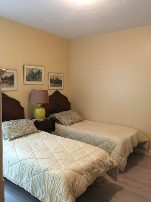 Great bedroom for 2 people traveling together that want their own bed, these Single beds are electric!