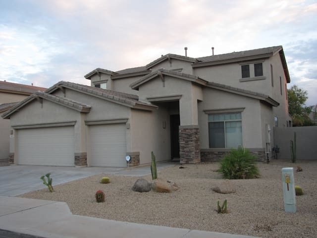 South Mountain Home with Hot Tub - Phoenix - Huis