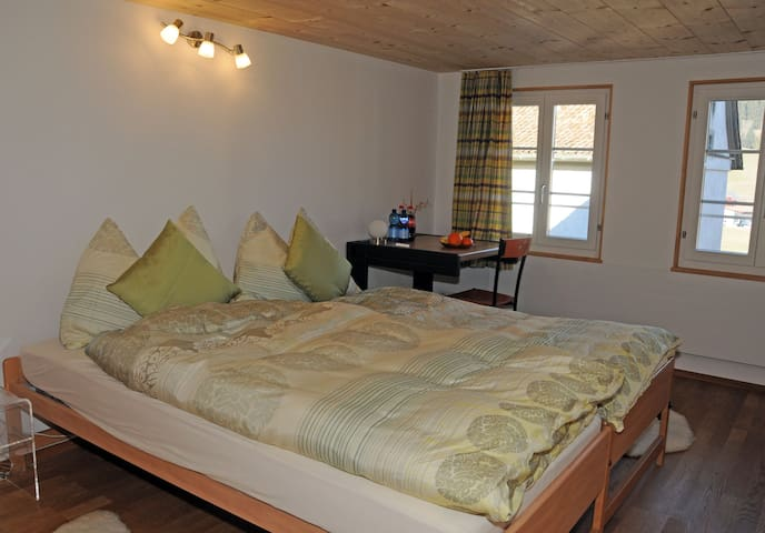 Heimeliges Zimmer in Bauernhaus - Rothenthurm - Bed & Breakfast