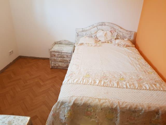 Guest Bedroom ( Queen Bed Size 140×200 )