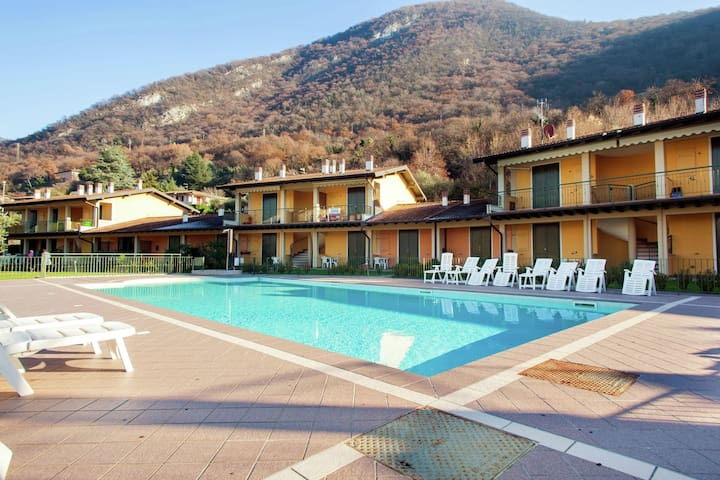 Apartment in small residence with swimming pool just 200 meters from the lake