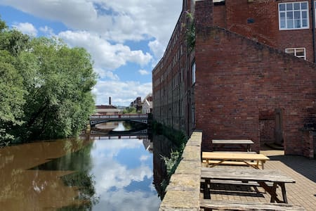 Trendy Kelham Island, parking & free gym