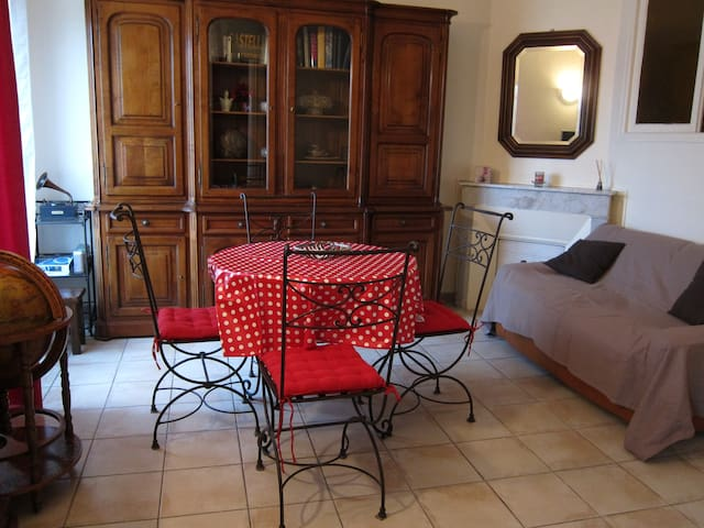 Charming 62 m² flat 500 m from sandy beaches - Vallauris - Byt