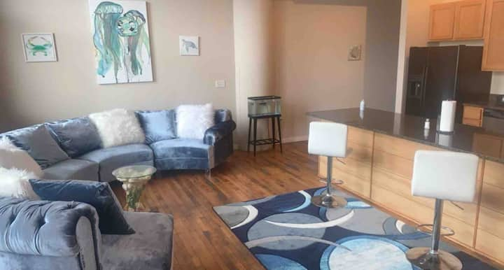 Private downtown loft +free parking space