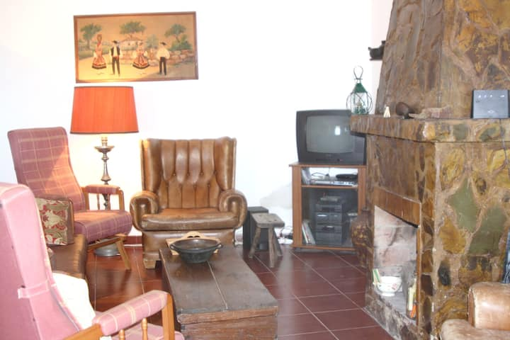 House with 2 bedrooms in Farelos, with wonderful mountain view, enclosed garden and WiFi - 30 km from the beach