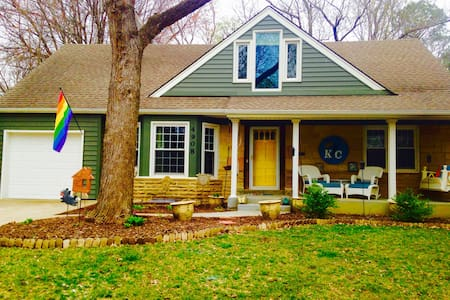 Perfect Central KC Location-Charming & Quiet - Roeland Park - Haus