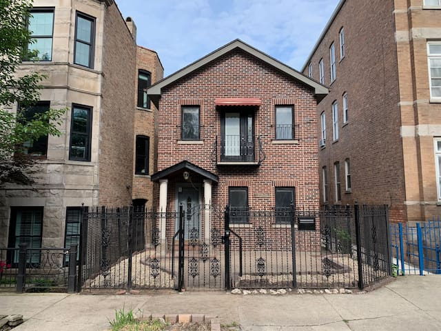 Luxury 2 Bedroom Home with Free Garage Parking!