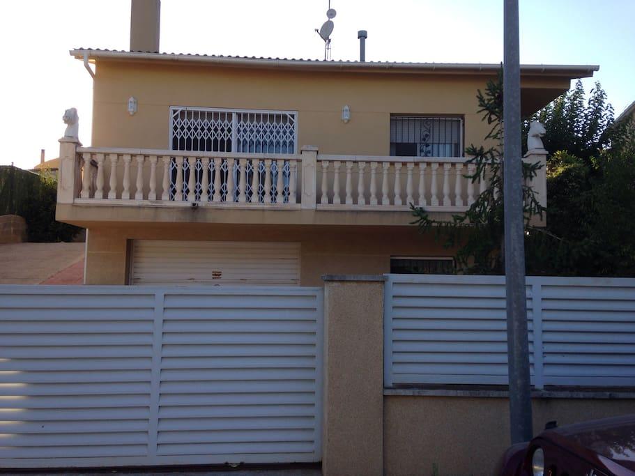 Casa independiente con jardin casas en alquiler en sant for Casa jardin barcelona