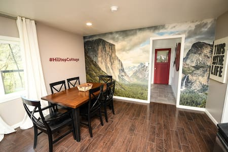 Hilltop Cottage, walk to bars/restaurants! - Mariposa - House