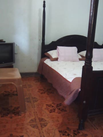 HEM Guest House - Jinja - Bed & Breakfast