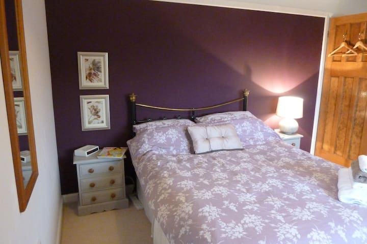 Large double room with own private bathroom - Letchworth Garden City - House