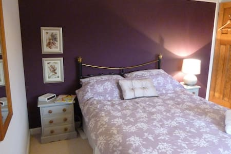 Large double room with own private bathroom - Letchworth Garden City - Hus
