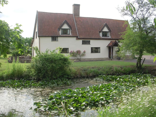 Spacious listed farm house in the heart of Suffolk - Elmswell - Rumah