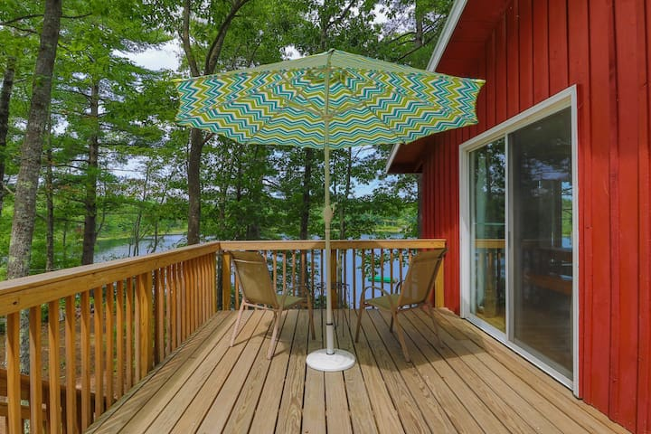 Lakefront home w/ private deck - close to trails & ocean beaches too!