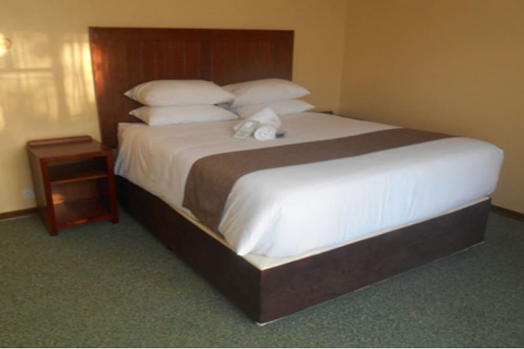 Bedroom 5 in 13 room lodge bed breakfasts for rent in for Beds zimbabwe