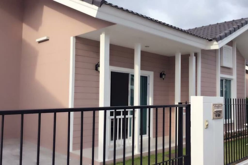 New Villa with key card entrance system, 24 hour security