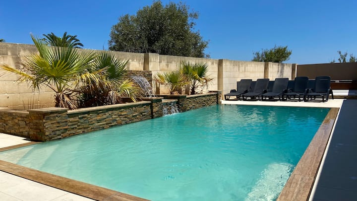 Luxurious 6 bedroom/en suite Villa - Pool / AC