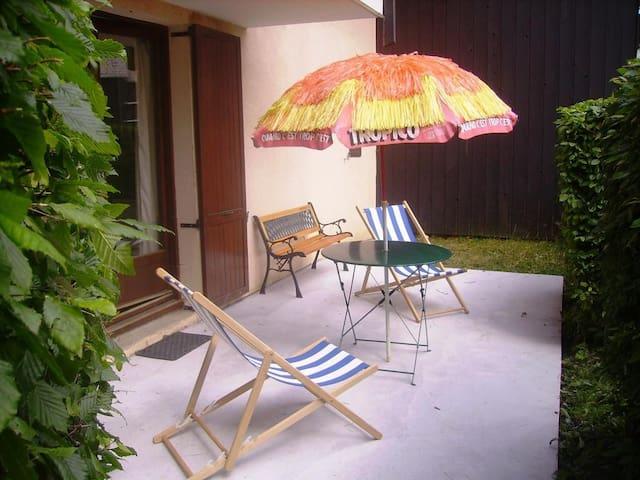 Studio 26 m2 en RDC terrasse et jardinet privatif - Saint-Nizier-du-Moucherotte - Huoneisto