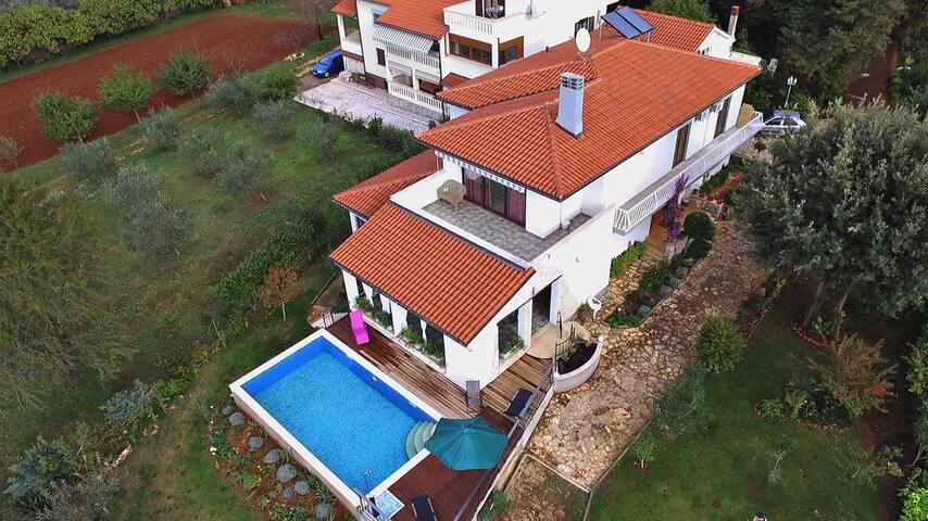 Unique Villa with private pool and sea view - Pula - Villa