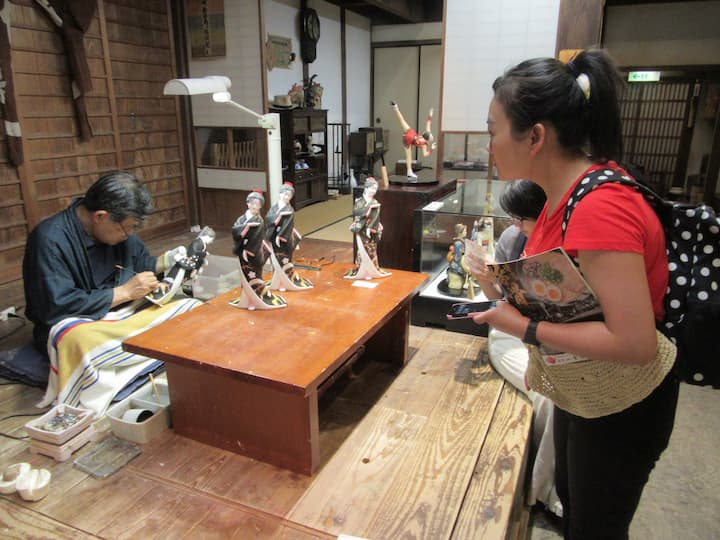 Hakata doll making