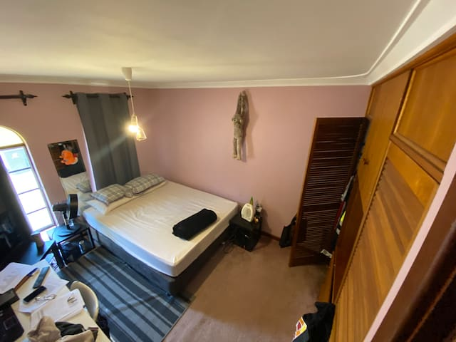 Nice and spacious room in Scarborough