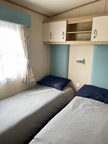 Twin room with storage and wardrobe