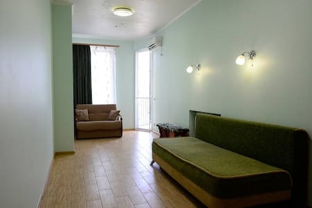 Двухкомнатная квартира + балкон. К морю 600 метров