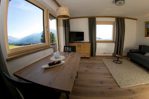 Moderno chalet alpino, panorámica de montaña Stubai