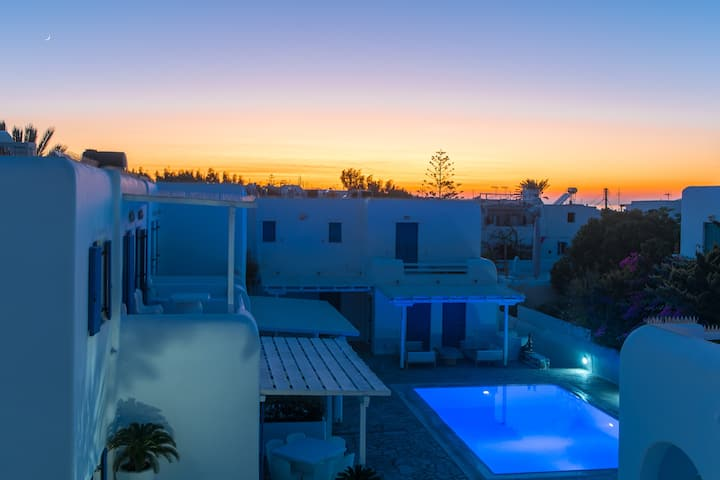 Olive Tree, Mykonos Town Apartment with Pool