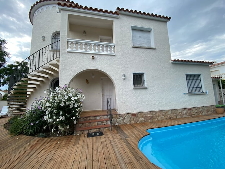 Empuriabrava: Maison typique avec piscine privé