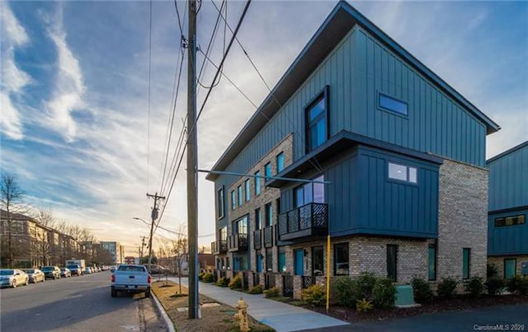 Corporate/long term South End Townhouse Rental