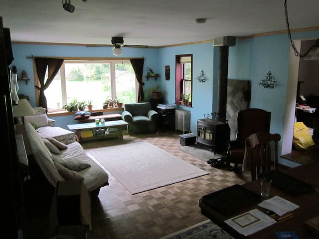 Room near tow path and river in Frenchtown - Frenchtown - Huis