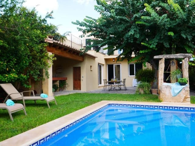 Holiday Home Ca Ma Mare with Wi-Fi, Balcony, Garden, Terrace & Pool; Street Parking Available
