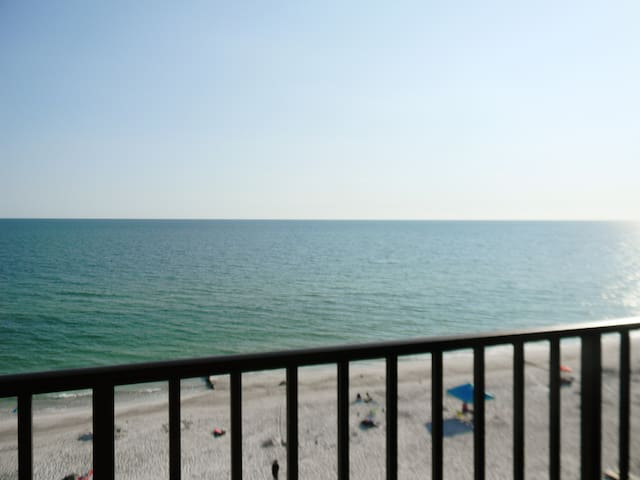 Beautiful Gulf Front 3 Bdr Condo Just  Renovated - Madeira Beach - Flat