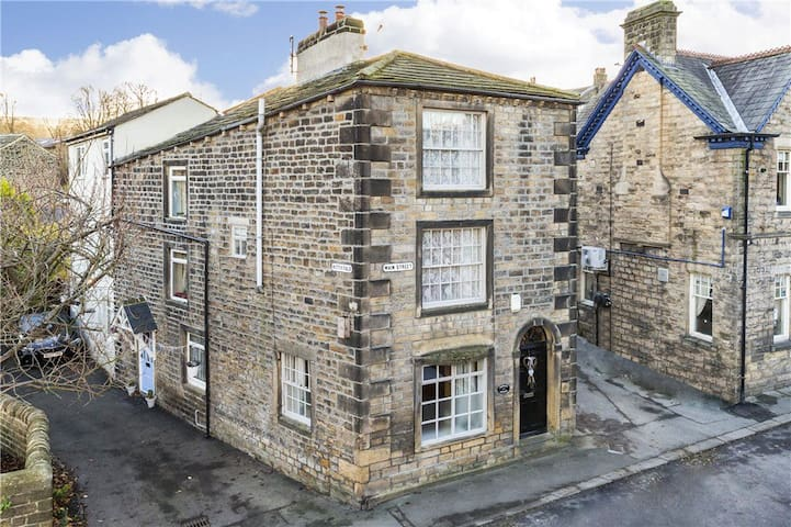 Unique, Grade II, Quirky Cottage - Addingham - Casa