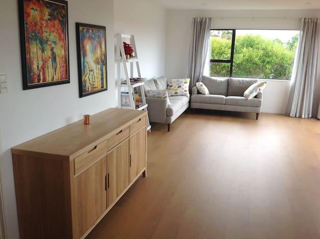 Spacious room & handy location on North Shore