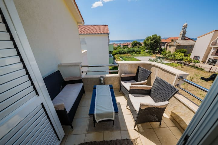 A3 modern luxury apt with balcony and sea view
