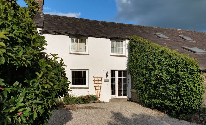 Drumlins Cottage - Quaint cottage for four (Dog Friendly)