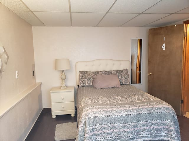 *Newly Painted Room* Arvada/Westminster