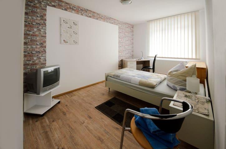 Zimmer in zentral gelegener 4erWG in Hameln (Nr.4)