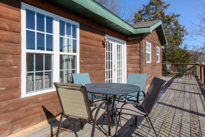Sunflower Room - Log Lodge style - Bright and fun! - SWIM DECK on dock - POOL!