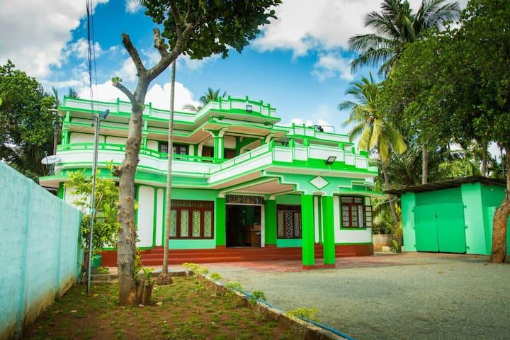 Green Palace Hotel Jaffna-Triple A/C Room(202) - Jaffna - Pension