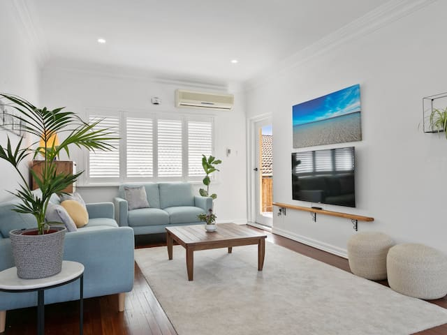 Ultra modern in the heart of Cottesloe's charm!
