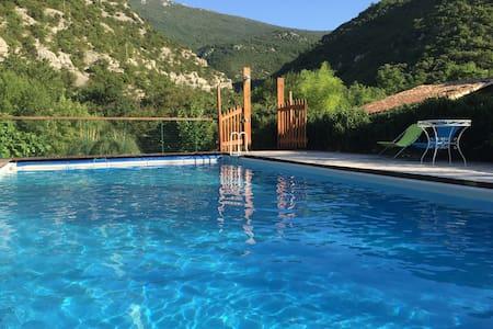 Superbe maison, avec piscine en bord de rivière - Gorniès