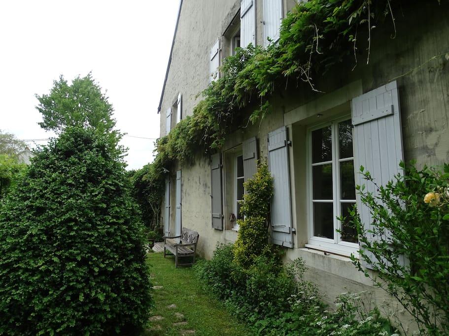 Chambre louer dans maison de maitre campagne houses for Chambre 0 louer
