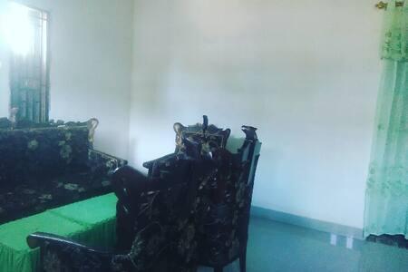 Kamar Sewa - Lenkap dengan Ruang Santai & Keluarga