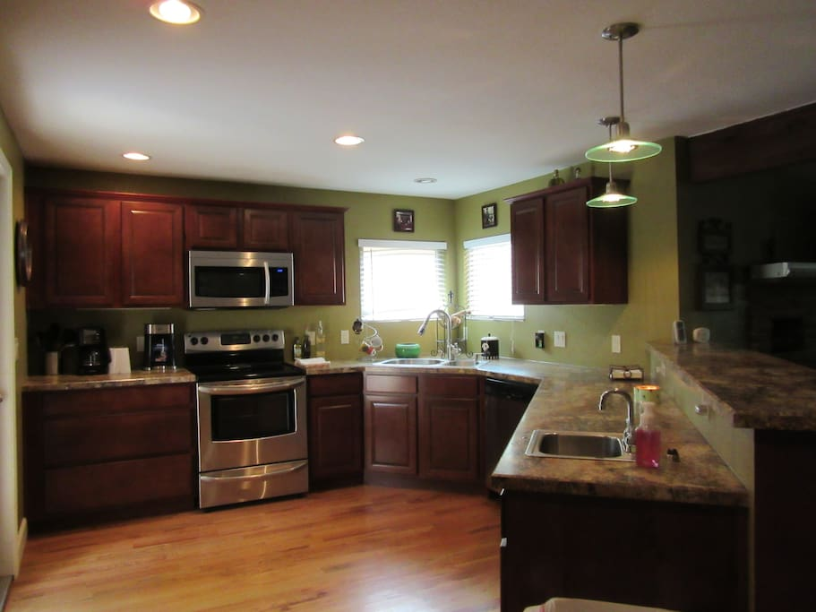 fully equipped kitchen, everything you could possibly need and more~