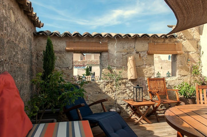 Stylish Stone House: with private Roof Terrace - Pézenas - Casa