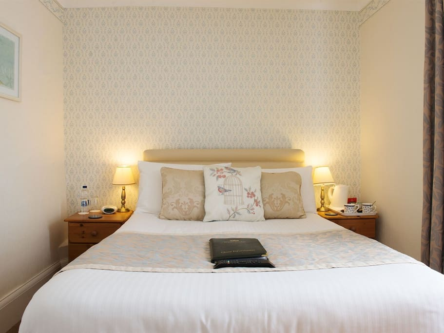 Room 5 Standard Double Ensuite with TV and WiFi access