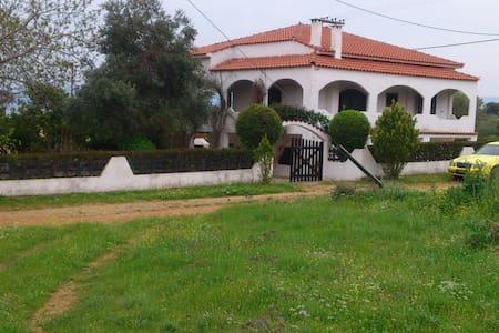 ανετη και ησυχη οικογενειακη μονοκατοικια - Evia